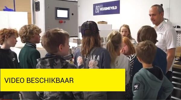 Kinderen presenteren innovatie-oplossingen aan bedrijven
